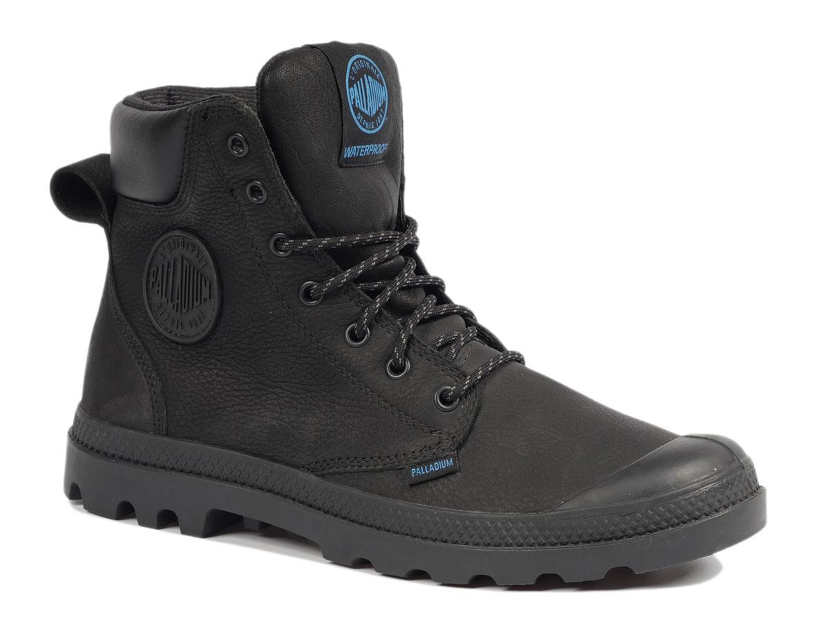 72991-228Стильные мужские ботинки Pampa Sport Cuff WP от Palladium прекрасно подойдут для повседневной носки в прохладную погоду. Верх ботинок выполнен из натурального нубука. Подкладка изготовлена из дышащего текстиля. Фиксируется модель на ноге при помощи плотной классической шнуровки. Прорезиненный мысок и кант защитят от влаги и позволят продлить срок службы изделия. Стелька EVA для амортизации и комфорта при ходьбе. Резиновая подошва с глубоким протектором обеспечивает превосходное сцепление на любой поверхности. Оформлена модель контрастной вставкой из искусственной кожи, сбоку прорезиненной нашивкой с логотипом Palladium, а на язычке нашивкой с названием бренда. Такие ботинки подчеркнут ваш стиль и индивидуальность!
