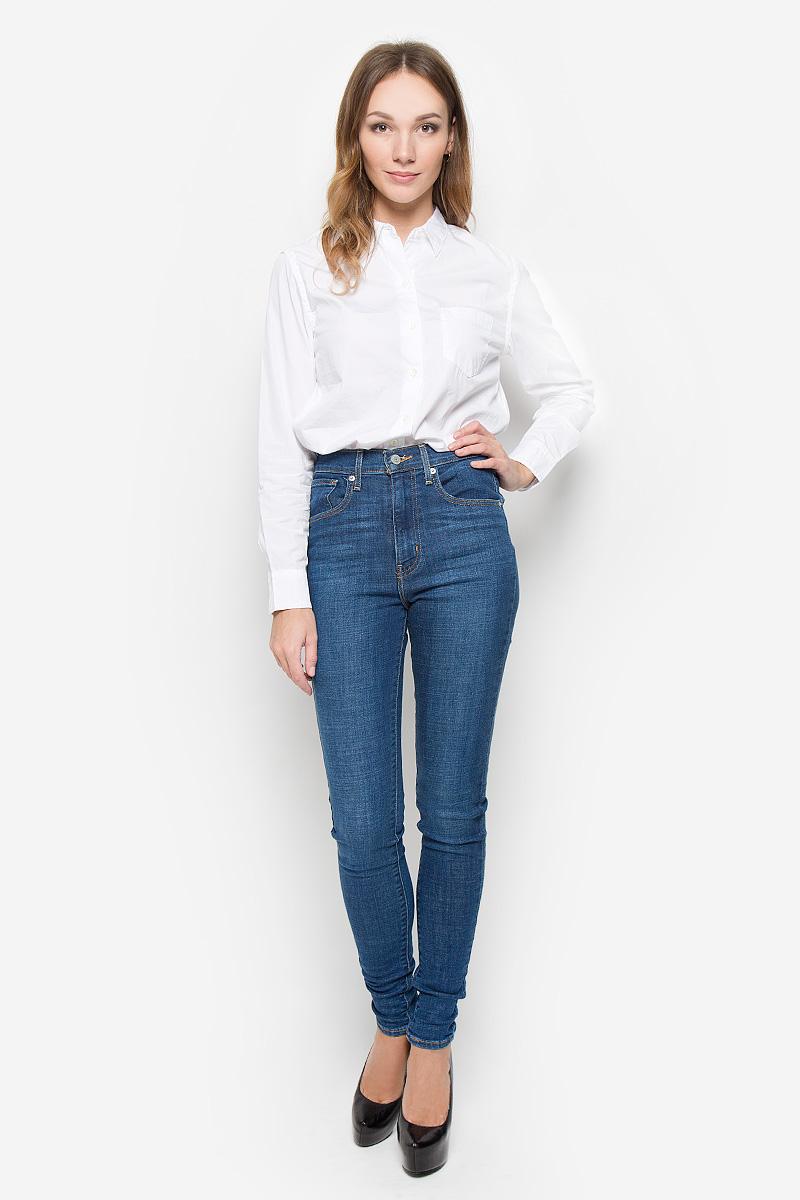 Рубашка2865300000Стильная женская рубашка Levis®, выполненная из натурального хлопка, прекрасно подойдет как для классического варианта так и для повседневной носки. Материал очень мягкий и приятный на ощупь, не сковывает движения и позволяет коже дышать. Рубашка с отложным воротником и длинными рукавами застегивается на пуговицы по всей длине. На груди модели предусмотрен один накладной карман. Манжеты рукавов также застегиваются на пуговицы. Изделие выполнено в классическом однотонном стиле. Такая рубашка будет дарить вам комфорт в течение всего дня и станет модным дополнением к вашему гардеробу.