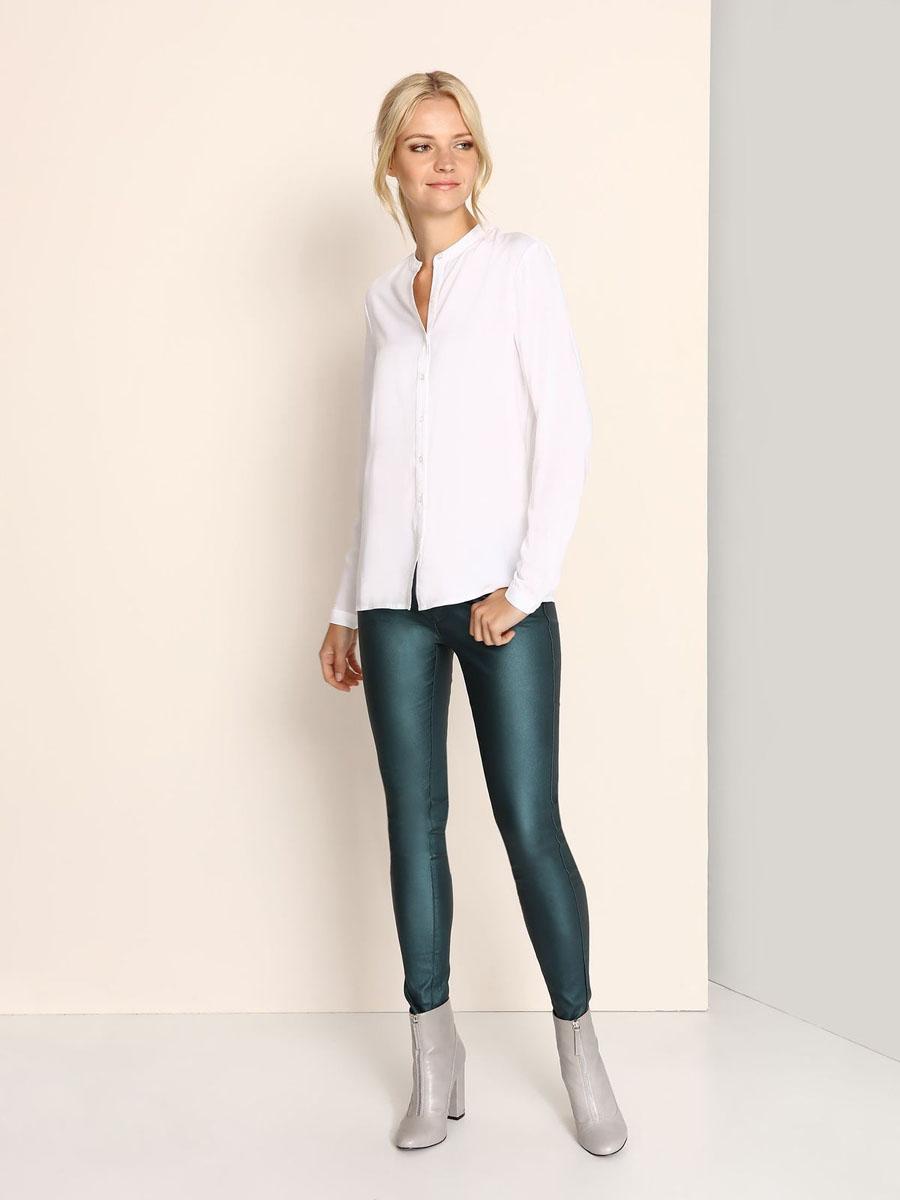 БлузкаSBD0628BIМодная женская блузка Top Secret, изготовленная из вискозы, приятная на ощупь, не сковывает движений и обеспечивает наибольший комфорт. Модель свободного кроя с круглым вырезом горловины и длинными рукавами застегивается на пуговицы по всей длине. Манжеты рукавов оснащены застежками-пуговицами.