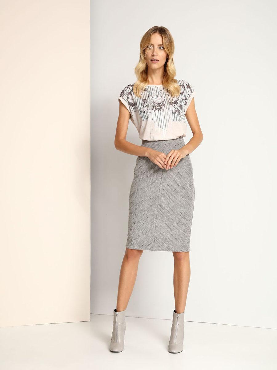 БлузкаSBW0300SZМодная женская блузка Top Secret, изготовленная из полиэстера и эластичной вискозы, приятная на ощупь, не сковывает движений и обеспечивает наибольший комфорт. Модель свободного кроя с круглым вырезом горловины и короткими цельнокроеными рукавами оформлена спереди цветочным принтом. Рукава дополнены декоративными отворотами.