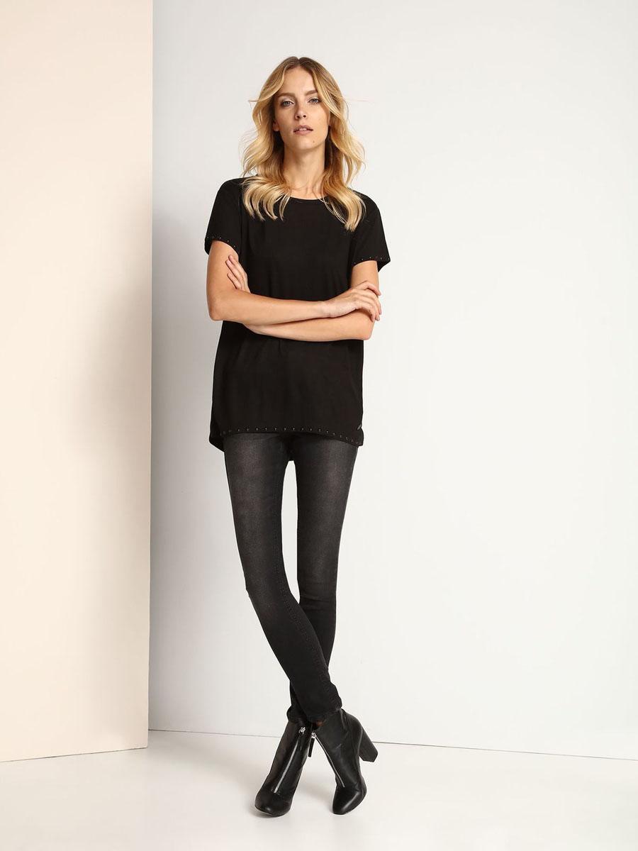 SPO2912BIМодная женская футболка Top Secret изготовлена из полиэстера с добавлением вискозы. Модель с круглым вырезом горловины и короткими рукавами выполнена в лаконичном стиле. Спинка модели немного удлинена. Края рукавов и низ изделия оформлены металлическими элементами.