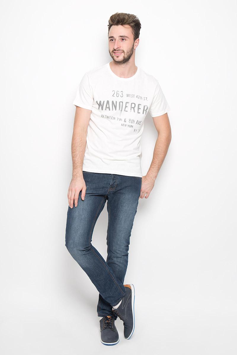 20100239_01BМужская футболка Broadway Bennie изготовлена из натурального хлопка. Модель с круглым вырезом горловины и короткими рукавами оформлена принтовыми надписями. Вырез горловины дополнен трикотажной резинкой.