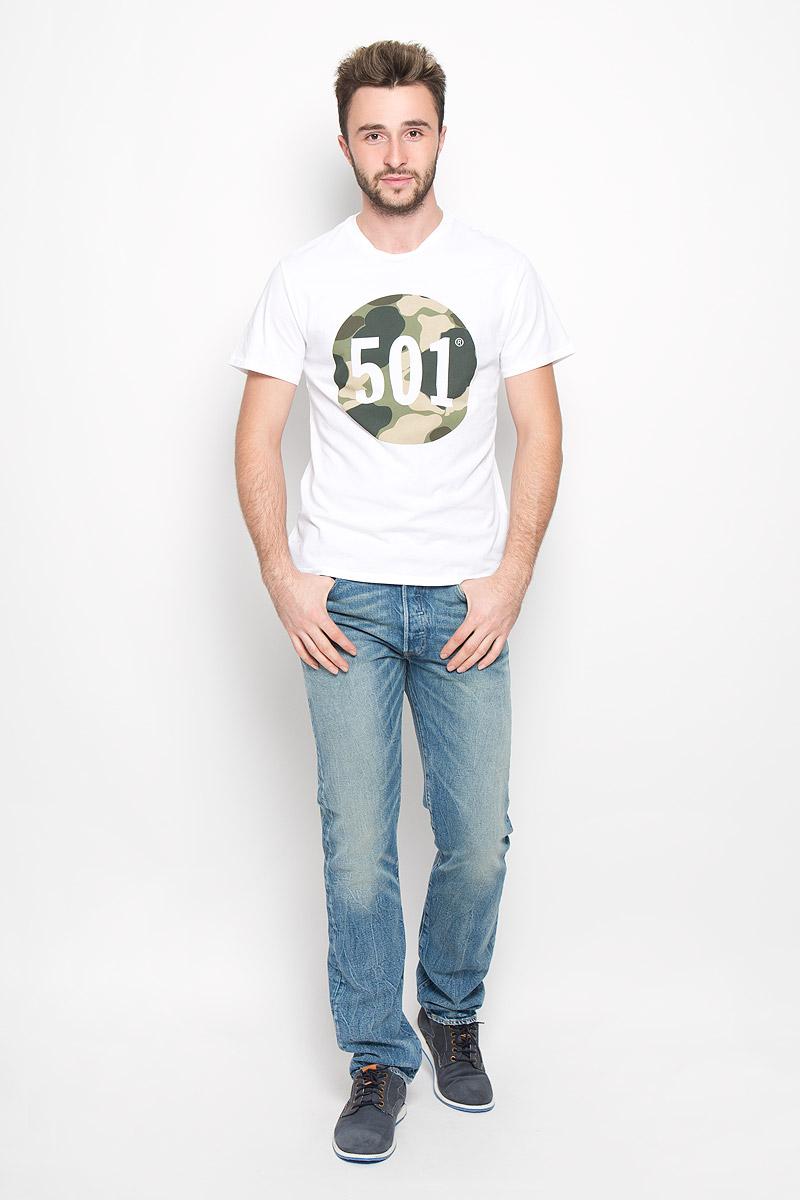 2657200020Стильная мужская футболка Levis® выполнена из натурального хлопка. Материал очень мягкий и приятный на ощупь, обладает высокой воздухопроницаемостью и гигроскопичностью, позволяет коже дышать. Модель прямого кроя с круглым вырезом горловины и короткими рукавами оформлена стильным принтом.