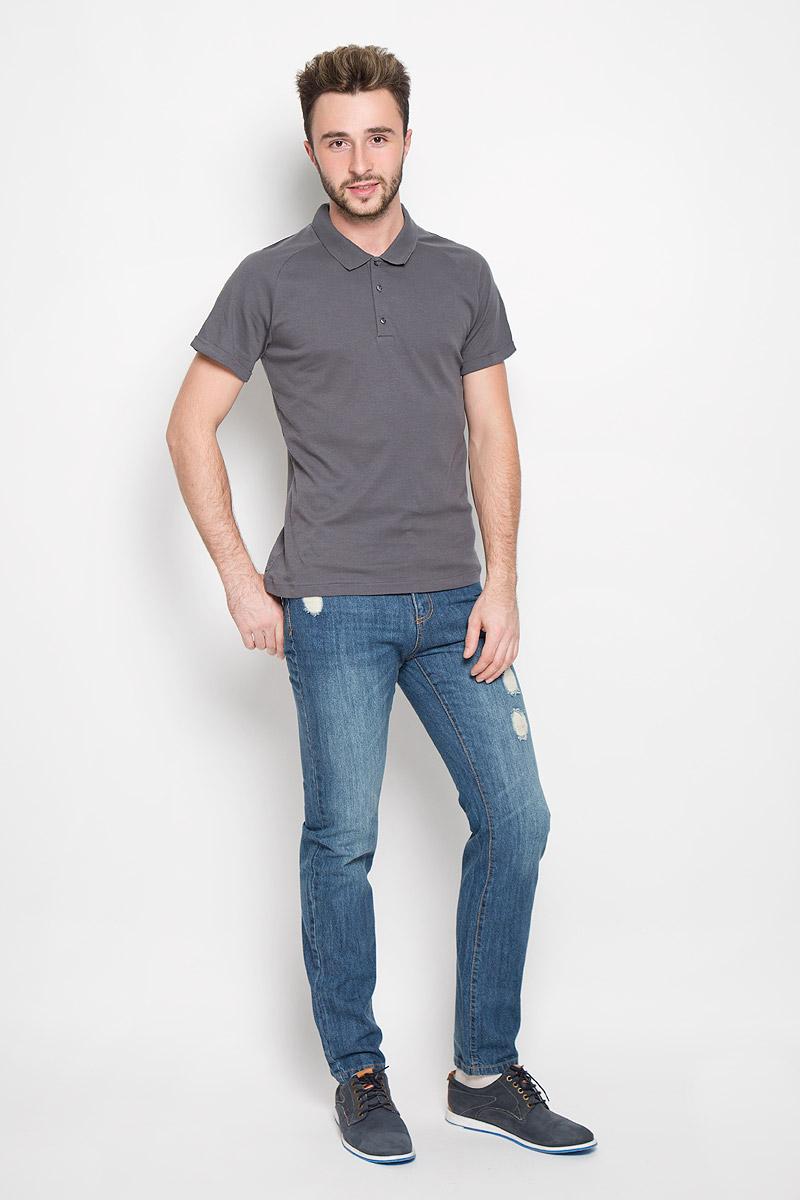1530866.00.15_2555Стильная мужская футболка-поло Tom Tailor Contemporary, выполненная из высококачественного хлопка, обладает высокой теплопроводностью, воздухопроницаемостью и гигроскопичностью, позволяет коже дышать. Приталенная модель с короткими рукавами-реглан и отложным воротником-резинкой - идеальный вариант для создания оригинального современного образа. Рукава дополнены пристроченными отворотами. Сверху футболка-поло застегивается на три пуговицы. Модель выполнена в однотонном лаконичном стиле.