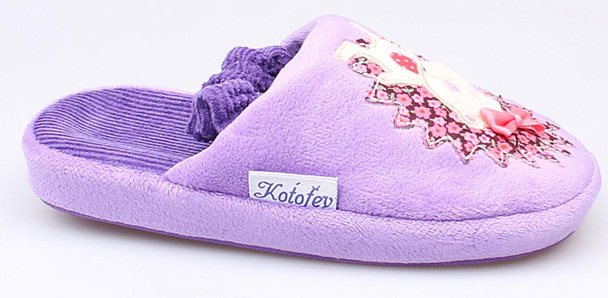 331013-11Домашние тапки Котофей придутся по душе Вашей девочке! Модель выполнена из текстиля и оформлена рисунком с изображением милых ежат. Подкладка и стелька из мягкого текстиля не дадут ногам вашей девочки замерзнуть. Домашние тапочки Котофей подарят чувство комфорта и уюта!