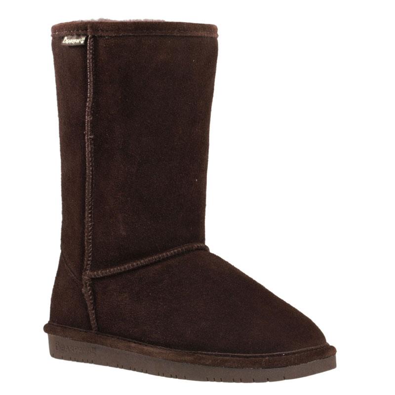 610WСтильные угги Bearpaw Emma с высоким голенищем заинтересуют вас своим дизайном с первого взгляда! Модель выполнена из натуральной износоустойчивой замши и оформлена крупными декоративными швами, на заднике - текстильной нашивкой с названием и логотипом бренда. Подкладка и стелька, исполненные из теплой натуральной шерсти, защитят ноги от холода и обеспечат комфорт. Ширина голенища компенсирует отсутствие застежек. Подошва изготовлена из полимерных материалов.