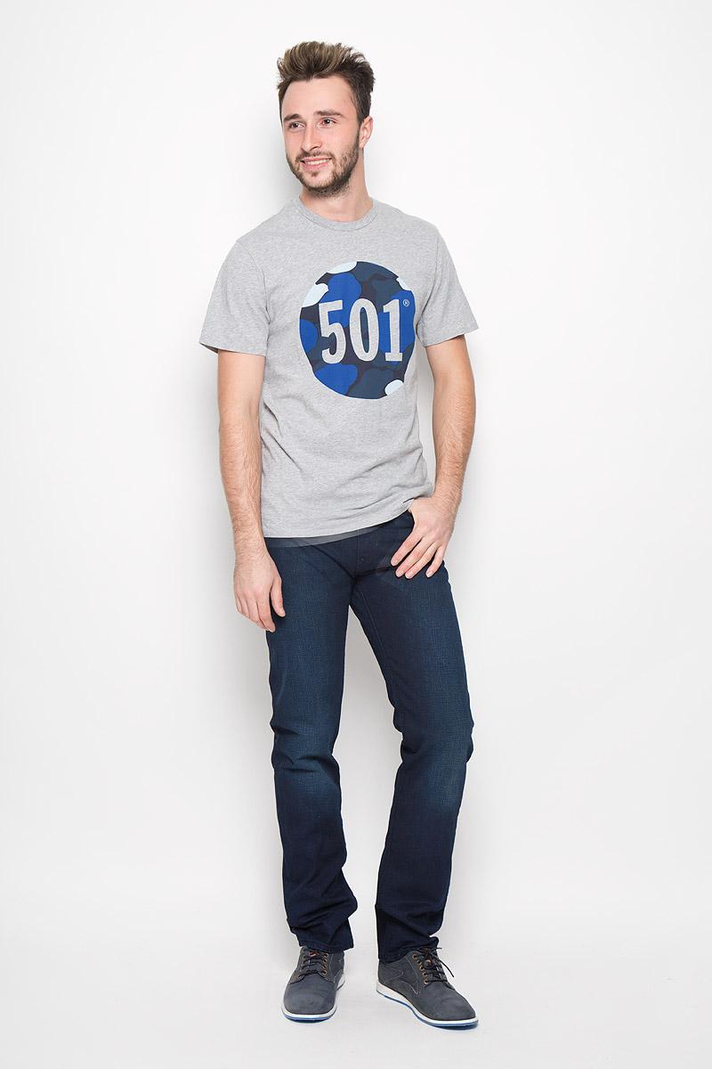 Футболка2657200020Стильная мужская футболка Levis® выполнена из натурального хлопка. Материал очень мягкий и приятный на ощупь, обладает высокой воздухопроницаемостью и гигроскопичностью, позволяет коже дышать. Модель прямого кроя с круглым вырезом горловины и короткими рукавами оформлена стильным принтом.