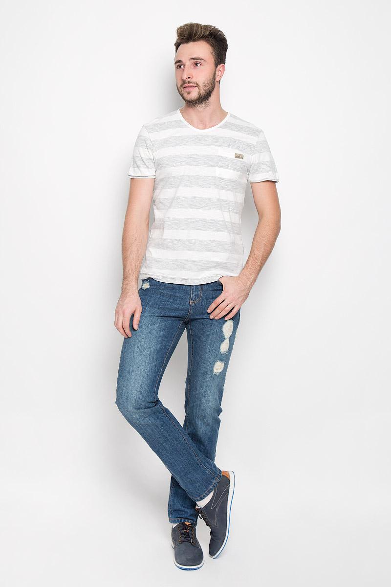 Футболка1034789.00.10_2624Стильная мужская футболка Tom Tailor выполнена из натурального хлопка. Материал очень мягкий и приятный на ощупь, обладает высокой воздухопроницаемостью и гигроскопичностью, позволяет коже дышать. Модель прямого кроя с круглым вырезом горловины и короткими рукавами оформлена принтом в полоску и дополнена на груди накладным кармашком с брендовой нашивкой.