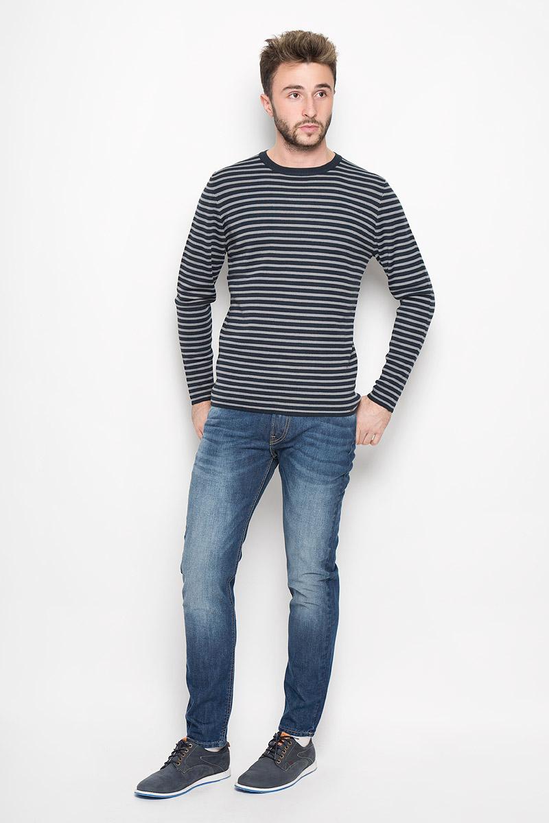 ДжемперW16-42102_101Стильный мужской джемпер Finn Flare необычайно мягкий и приятный на ощупь, не сковывает движения, обеспечивая наибольший комфорт. Джемпер с круглым вырезом горловины и длинными рукавами идеально гармонирует с любыми предметами одежды и будет уместен и на отдых, и на работу. Модель оформлена принтом в полоску. Такой замечательный джемпер - базовая вещь в гардеробе современного мужчины, желающего выглядеть стильно каждый день!
