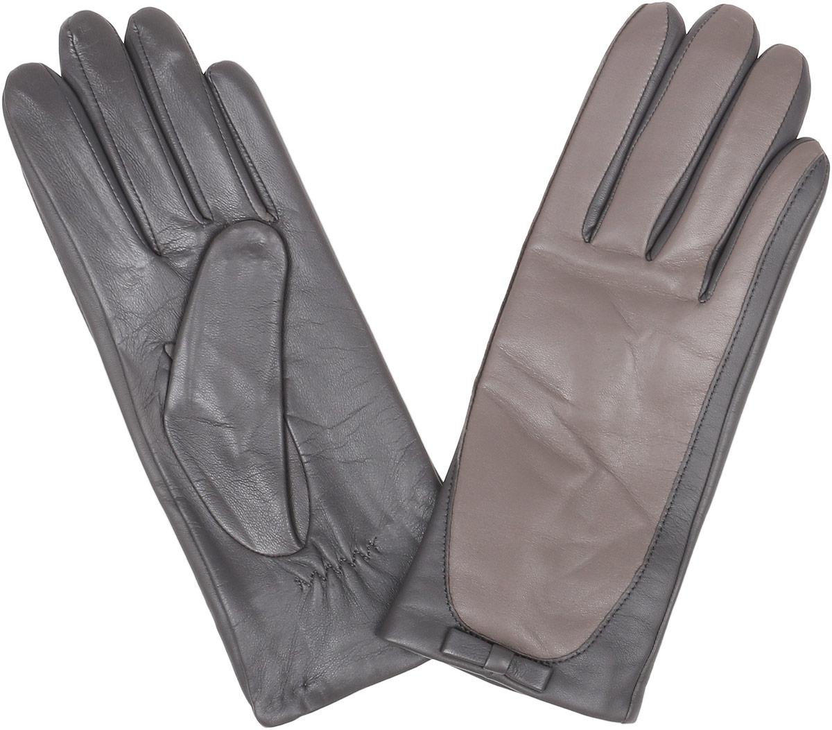 12.28-9 greyСтильные женские перчатки Fabretti не только защитят ваши руки, но и станут великолепным украшением. Перчатки выполнены из натуральной кожи ягненка, а их подкладка - из высококачественной шерсти с добавлением кашемира. Модель оформлена оригинальными строчками-стежками и дополнена небольшим бантиком. Стильный аксессуар для повседневного образа.