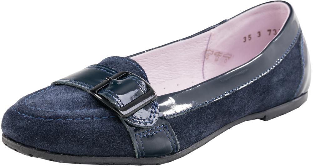 732121-21Стильные туфли-лодочки современного дизайна. Модель выполнена из натуральной кожи с элементами натуральной лаковой кожи, носочная часть украшена декоративным ремешком с пряжкой. Подошва моделии клеевая с небольшим каблучком.