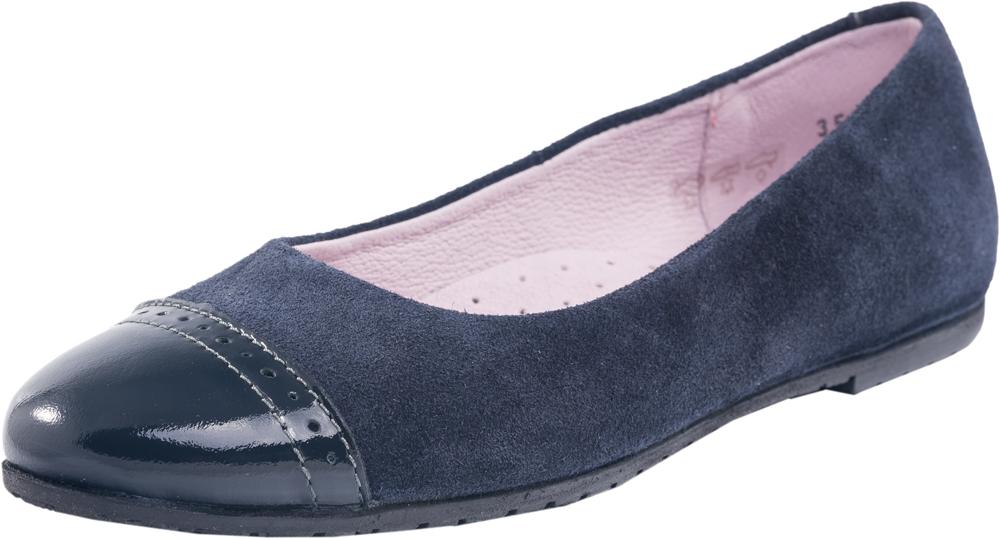 732138-21Классические туфли лодочки выполнены из натуральной кожи. Стелька из натуральной кожи обладает свойствами гигроскопичности и воздухопроницаемости. Подошва из термоэластопласта легкая и удобная. Отличный выбор, как для повседневной носки, так и в качестве сменной обуви в общеобразовательных учреждениях.
