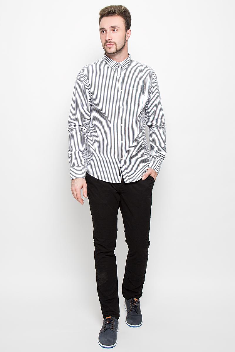 20100278_99BСтильная мужская рубашка Broadway, изготовленная из натурального хлопка, необычайно мягкая и приятная на ощупь. Модная рубашка с отложным воротником, длинными рукавами и полукруглым низом застегивается на пластиковые пуговицы. Модель оформлена принтом в полоску и на груди слева дополнена накладным кармашком. Рукава рубашки дополнены манжетами на пуговицах.