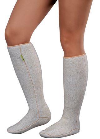Гольфы040201.1-1800Гольфы компрессионные Holty выполнены из натурального шерстяного меха, который обеспечит тепло. Внутренняя ворсистая поверхность обладает отличной воздухопроницаемостью, влагопоглощением и стимулирует кровообращение. Эластичность гольф гарантирует плотную фиксацию модели на ноге.