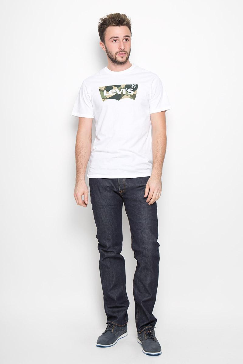 50123580Мужские джинсы Levis® 501, выполненные из качественного денима, станут отличным дополнением к вашему гардеробу. Джинсы прямого кроя дополнены фирменной застежкой на пуговицах. На поясе предусмотрены шлевки для ремня. Модель имеет классический пятикарманный крой: спереди - два втачных кармана и один маленький накладной, а сзади - два накладных кармана. Украшены джинсы металлическими клепками и прострочкой.