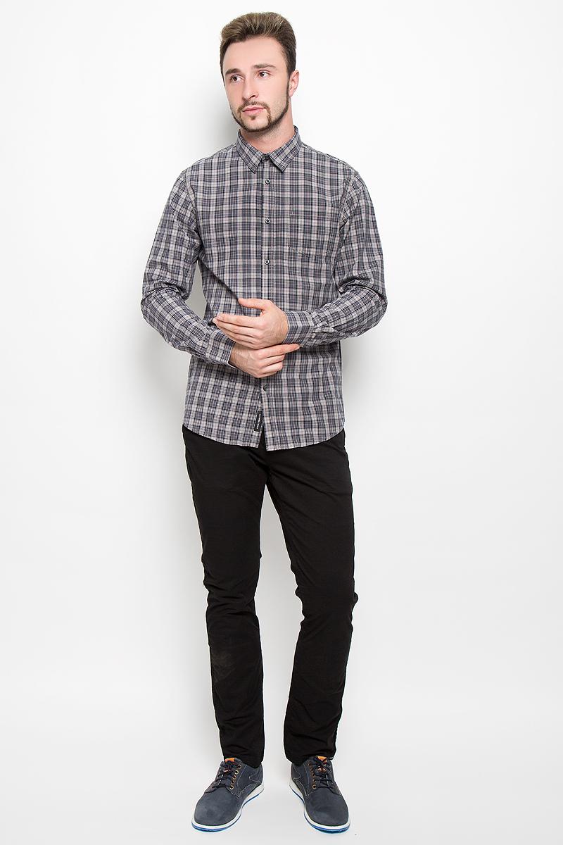 Рубашка20100281_574Стильная мужская рубашка Broadway Teal, изготовленная из натурального хлопка, необычайно мягкая и приятная на ощупь. Модная рубашка с отложным воротником, длинными рукавами и полукруглым низом застегивается на пластиковые пуговицы. Модель оформлена принтом в клетку и на груди слева дополнена накладным кармашком. Рукава рубашки дополнены манжетами на пуговицах.