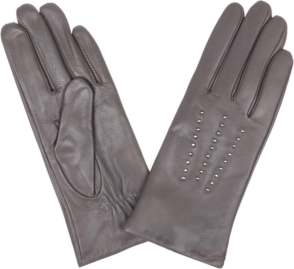 Перчатки15.1-12_navyСтильные женские перчатки Fabretti не только защитят ваши руки, но и станут великолепным украшением. Перчатки выполнены из натуральной кожи ягненка, а их подкладка - из высококачественной шерсти с добавлением кашемира. Модель оформлена оригинальными металлическими клепками и дополнена строчками - стежками на запястье. Стильный аксессуар для повседневного образа.