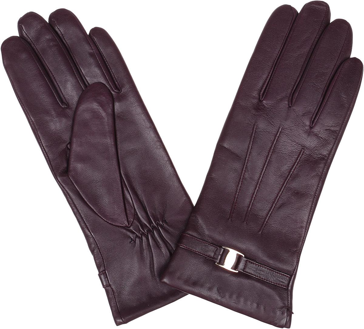 Перчатки2.39-8 bordoЭлегантные женские перчатки Fabretti станут великолепным дополнением вашего образа и защитят ваши руки от холода и ветра во время прогулок. Перчатки выполнены из натуральной кожи ягненка. Модель декорирована стильным ремешком с металлической вставкой. Такие перчатки будут оригинальным завершающим штрихом в создании современного модного образа, они подчеркнут ваш изысканный вкус и станут незаменимым и практичным аксессуаром.