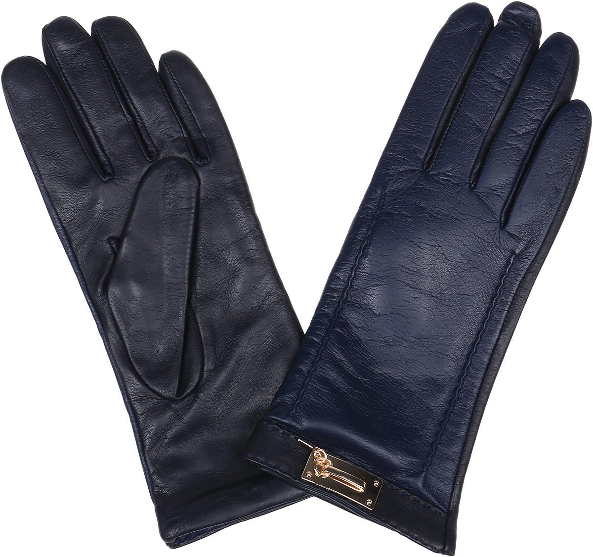 Перчатки9.73-11 blueСтильные женские перчатки Fabretti не только защитят ваши руки, но и станут великолепным украшением. Перчатки выполнены из натуральной кожи ягненка, а их подкладка - из высококачественной шерсти с добавлением кашемира. Модель оформлена оригинальными строчками-стежками и металлической пластиной, дополненной ключиком. Стильный аксессуар для повседневного образа.