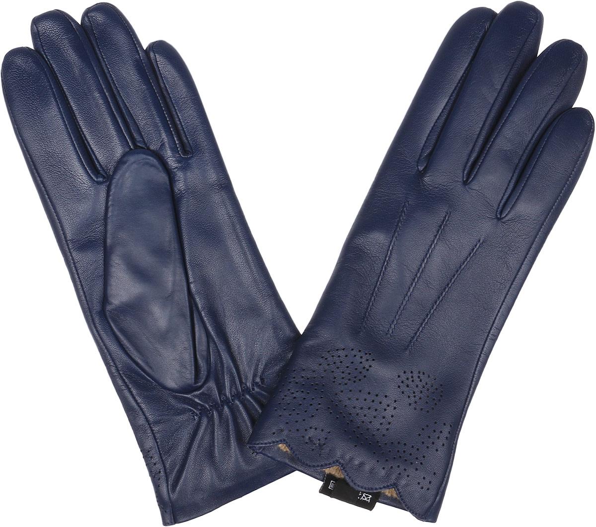 Перчатки12.29-11 blueСтильные женские перчатки Fabretti не только защитят ваши руки, но и станут великолепным украшением. Перчатки выполнены из натуральной кожи ягненка, а их подкладка - из высококачественной шерсти с добавлением кашемира. Модель оформлена оригинальными прострочками и строчками-стежками. Дополнены перчатки прорезным узором. Стильный аксессуар для повседневного образа.