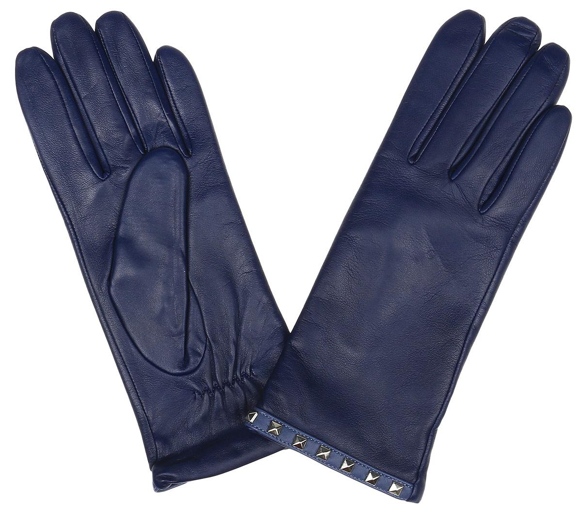 Перчатки12.24-11 blueЭлегантные женские перчатки Fabretti станут великолепным дополнением вашего образа и защитят ваши руки от холода и ветра во время прогулок. Перчатки выполнены из натуральной кожи ягненка. Модель декорирована стильными металлическими заклепками. Такие перчатки будут оригинальным завершающим штрихом в создании современного модного образа, они подчеркнут ваш изысканный вкус и станут незаменимым и практичным аксессуаром.