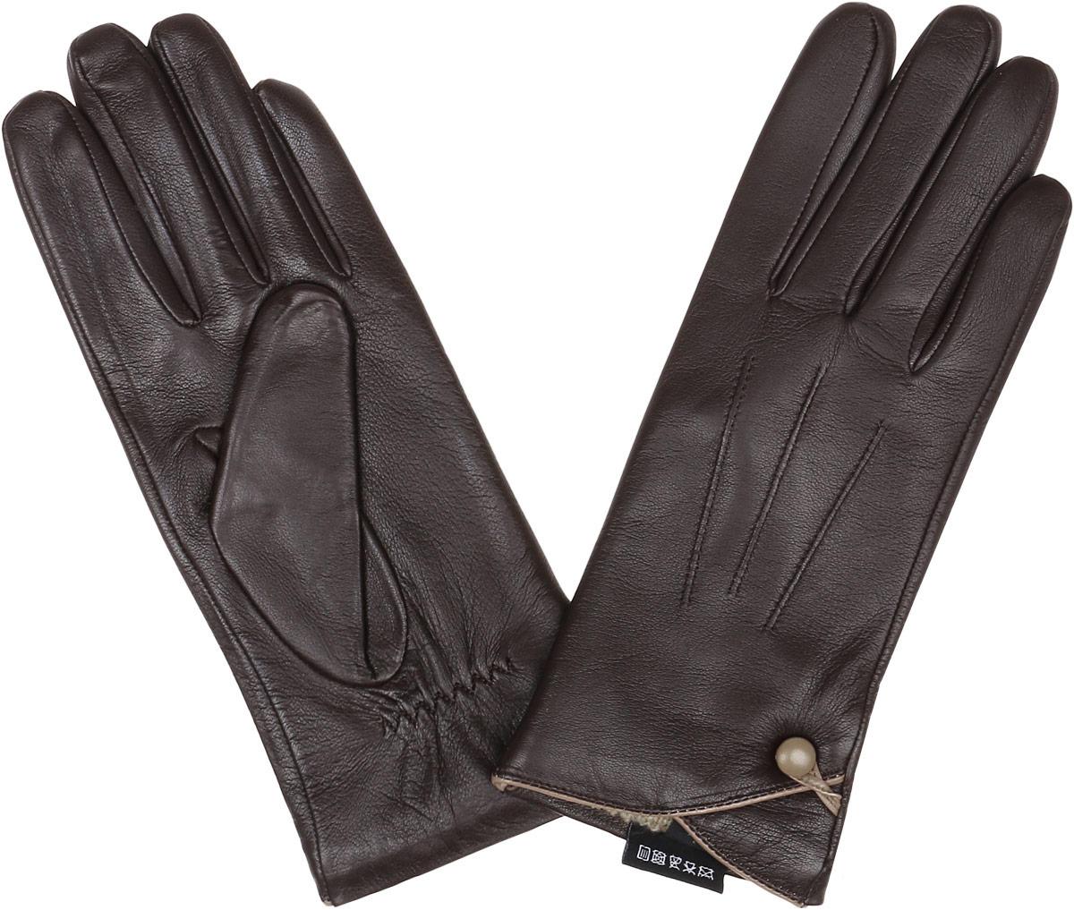 12.38-2 chocolateСтильные женские перчатки Fabretti не только защитят ваши руки, но и станут великолепным украшением. Перчатки выполнены из натуральной кожи ягненка, а их подкладка - из высококачественной шерсти с добавлением кашемира. Модель оформлена оригинальными строчками-стежками и дополнена небольшой пуговкой с петелькой. Стильный аксессуар для повседневного образа.