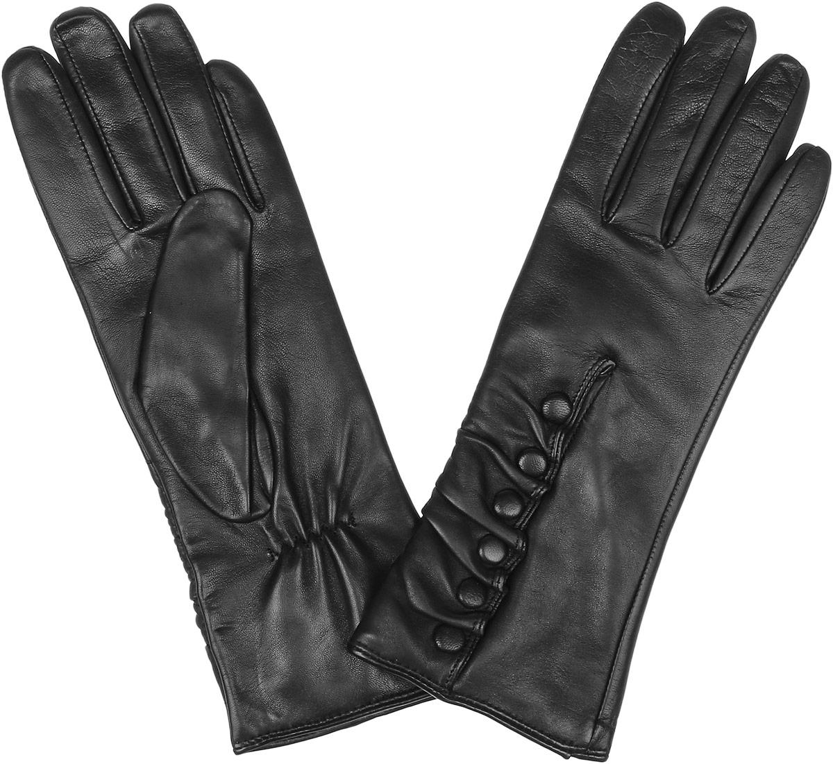 Перчатки2.24-1 blackЭлегантные женские перчатки Fabretti станут великолепным дополнением вашего образа и защитят ваши руки от холода и ветра во время прогулок. Перчатки выполнены из натуральной кожи ягненка, подкладка - из шерсти и кашемира. Модель декорирована кожаной сборкой и пуговицами. Такие перчатки будут оригинальным завершающим штрихом в создании современного модного образа, они подчеркнут ваш изысканный вкус и станут незаменимым и практичным аксессуаром.