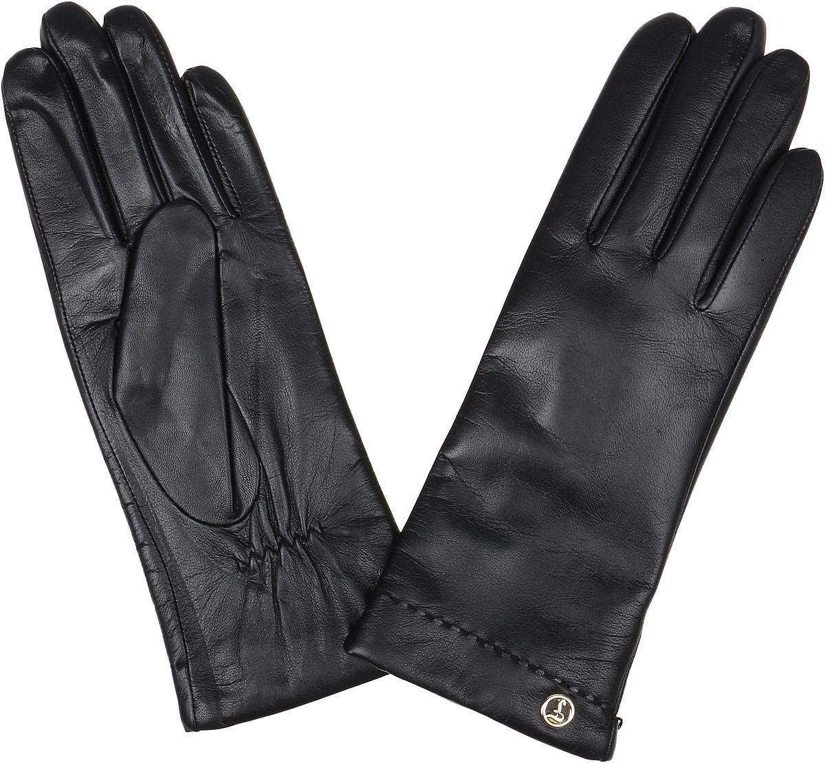 12.9-10_taupeЭлегантные женские перчатки Fabretti станут великолепным дополнением вашего образа и защитят ваши руки от холода и ветра во время прогулок. Перчатки выполнены из натуральной кожи ягненка. Модель декорирована стильной металлической пластиной с названием бренда. Такие перчатки будут оригинальным завершающим штрихом в создании современного модного образа, они подчеркнут ваш изысканный вкус и станут незаменимым и практичным аксессуаром.