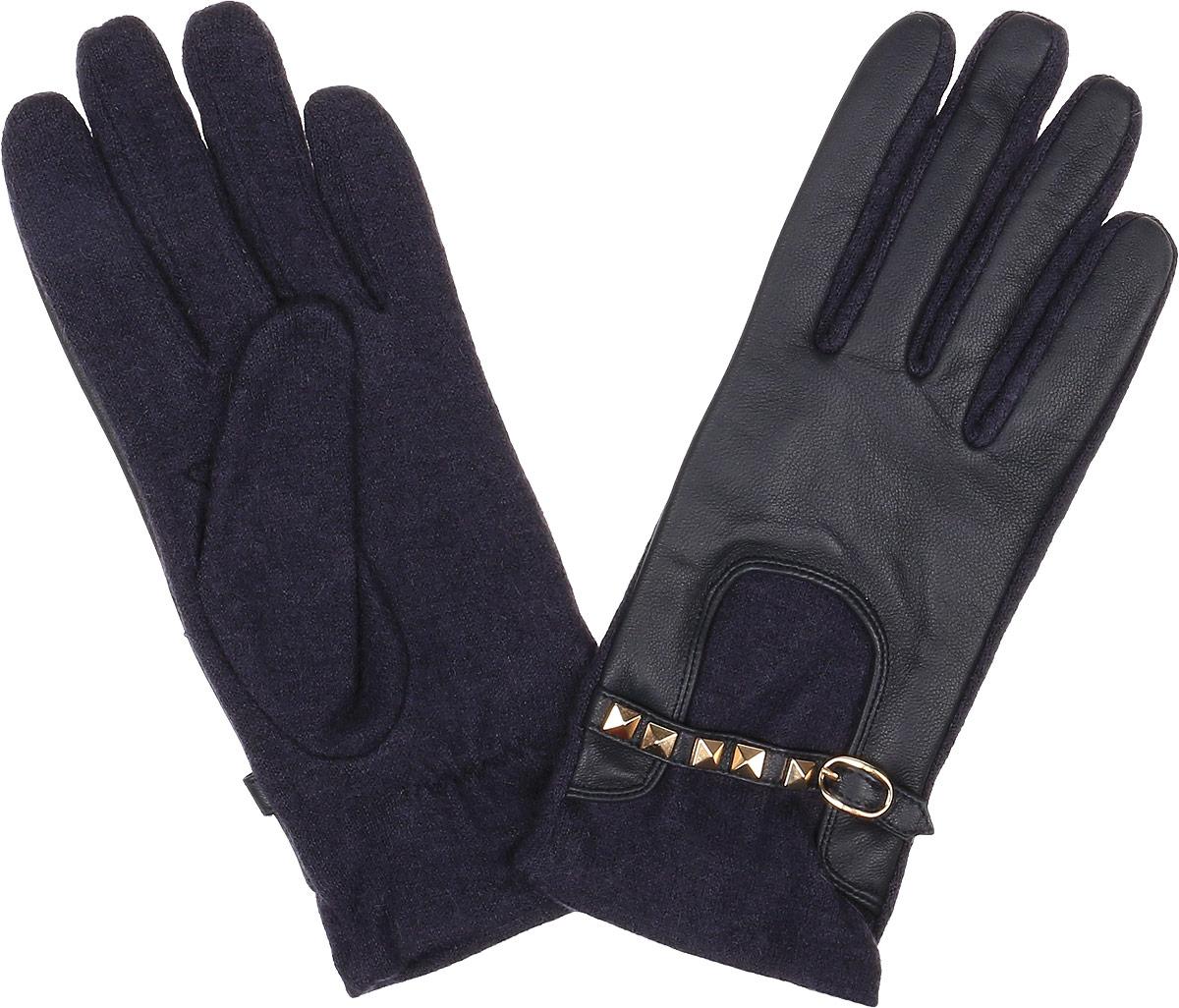 Перчатки3.5-12 navyСтильные женские перчатки Fabretti не только защитят ваши руки, но и станут великолепным украшением. Перчатки выполнены из натуральной кожи ягненка и высококачественной шерсти. Модель оформлена декоративным хлястиком с застежкой и металлическими заклепками. Перчатки имеют строчки-стежки на запястье, которые придают большее удобство при носке. Стильный аксессуар для повседневного образа.