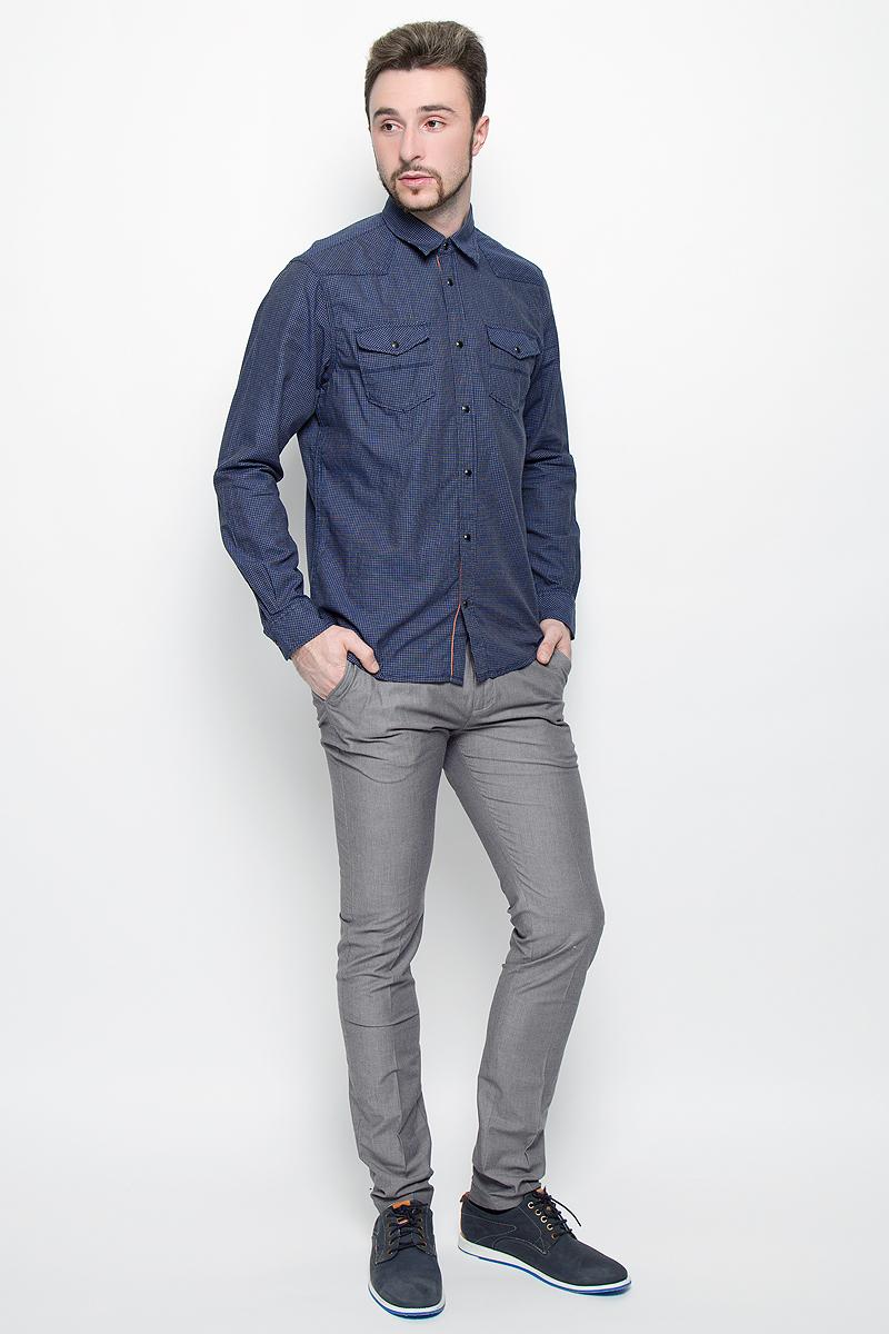 6404188.00.15_2555Стильные мужские брюки Tom Tailor прямого кроя и средней посадки изготовлены из натурального хлопка с добавлением эластана. Брюки на талии застегиваются на металлический крючок и потайную пуговицу, также имеют ширинку с застежкой молнией и шлевки для ремня. Спереди модель оформлена двумя втачными карманами со скошенными краями, а сзади - двумя прорезными карманами.