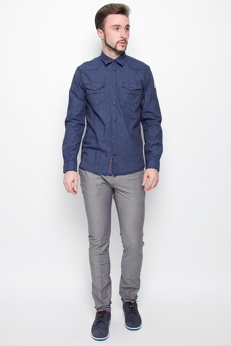 Рубашка2032272.00.10_6845Стильная мужская рубашка Tom Tailor, выполненная из натурального хлопка, обладает высокой теплопроводностью и воздухопроницаемостью. Модель с длинными рукавами, отложным воротником и полукруглым низом застегивается на металлические кнопки. Манжеты также застегиваются на кнопки. Спереди рубашка дополнена двумя накладными карманами с клапанами на кнопках. Изделие выполнено стильным принтом в мелкую клетку.