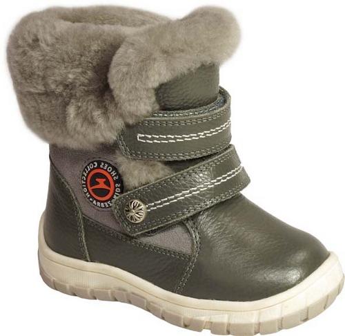 11107-10Полусапоги от Зебра выполнены из натуральной кожи в сочетании с натуральной замшей. Застежки-липучки надежно фиксируют изделие на ноге. Мягкая подкладка и стелька из натурального меха обеспечивают тепло, циркуляцию воздуха и сохраняют комфортный микроклимат в обуви.