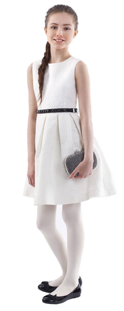 Платье216GPGKC2506Какими должны быть нарядные платья? Разными! Кто-то предпочитает купить платье - пышную модель как у настоящей принцессы, но кто-то выбирает стильные лаконичные решения с изюминкой и загадкой. Нежное молочное платье из благородного жаккардового полотна - идеальный вариант для тех, кто ценит изящество и элегантность. Черный пояс, расшитый стразами подчеркнет торжественность момента.