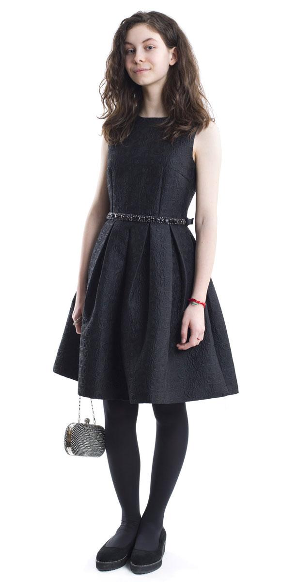 Платье216GPGTC2502Какими должны быть нарядные платья? Разными! Кто-то предпочитает купить платье - пышную модель как у настоящей принцессы, но кто-то выбирает стильные лаконичные решения с изюминкой и загадкой. Черное платье из благородного жаккардового полотна - идеальный вариант для тех, кто ценит изящество и элегантность. Пояс, расшитый стразами подчеркнет торжественность момента.