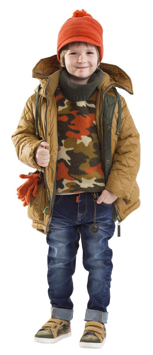 Пальто21604BMC4602Какими должны быть зимние пуховики для мальчиков? Модными или практичными, красивыми или функциональными? Отправляясь на шоппинг, мамы мальчиков хотят ответить на эти непростые вопросы. Пуховое полупальто от Gulliver упрощает задачу, потому что сочетает в себе все лучшие характеристики детской верхней одежды. Модный цвет, актуальный силуэт, комфортная длина, множество интересных функциональных и декоративных деталей делают модель яркой и привлекательной. Полупальто на искусственном пуху подарит своему обладателю прекрасный внешний вид, комфорт и удобство. Словом, если вы решили купить пуховик для мальчика, эта модель - прекрасный выбор!