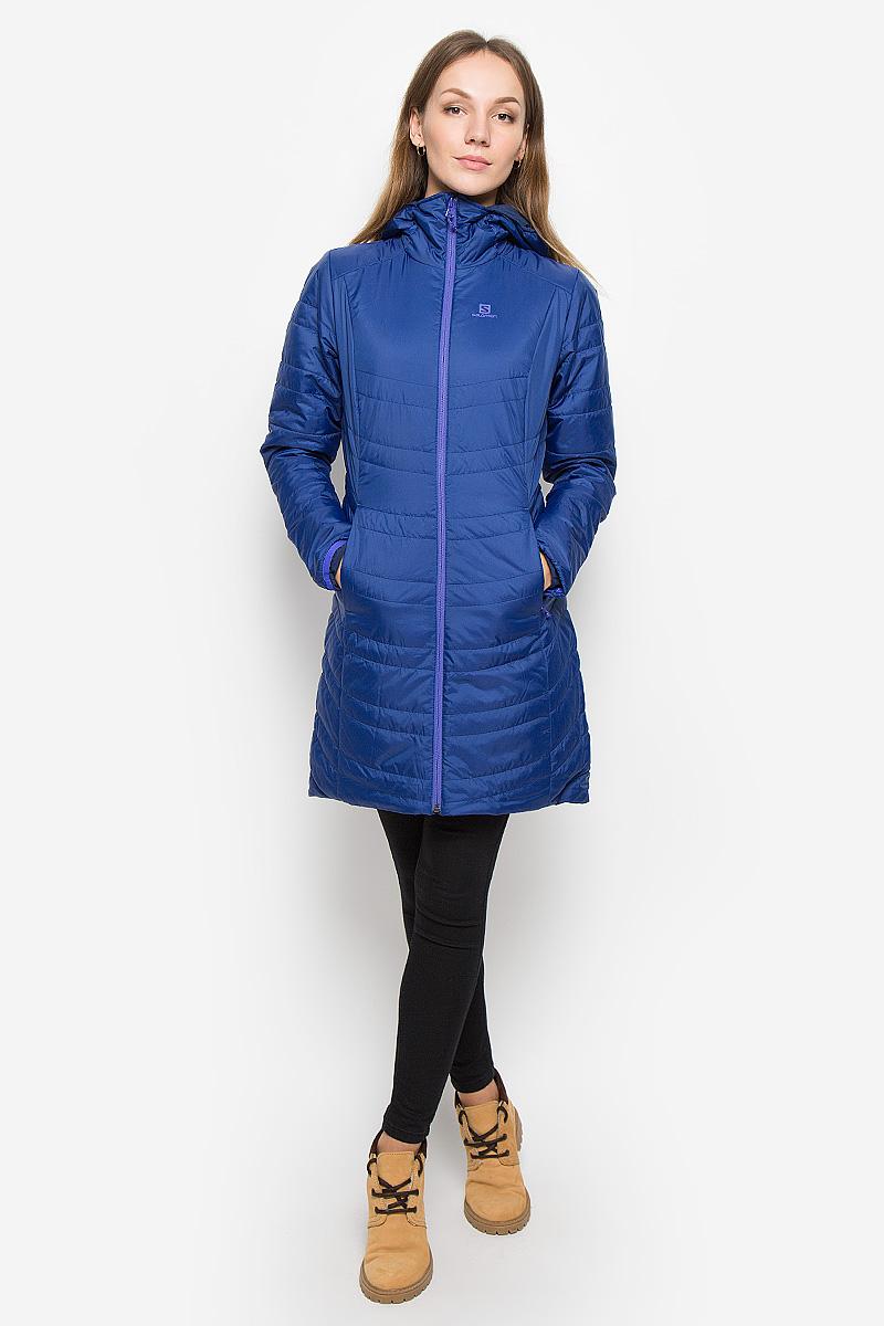 L38240000Стильная двусторонняя женская куртка Drifter Long Hoodie от Salomon изготовлена из высококачественного полиэстера с подкладкой из нейлона и эластана. Куртка позволяет вам адаптироваться к любым условиям и менять свой стиль в зависимости от настроения. Благодаря технологии Advanced Skin Warm материал защитит от проникновение ветра. Утеплитель PrimaLoft Insulation ECO хорошо пропускает воздух, мало весит и сохраняет тепло. Куртка с несъемным капюшоном застегивается на застежку-молнию. Спереди по бокам капюшон присборен на резинки. Модель имеет втачные карманы на застежках-молниях.