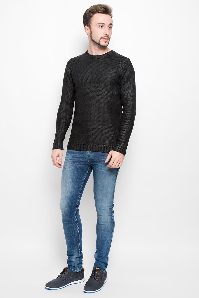 AY1160Мужской вязанный джемпер Calvin Klein Jeans, выполненный из высококачественной пряжи хлопка, станет стильным дополнением к вашему образу. Джемпер с круглым вырезом горловины и длинными рукавами. Вырез горловины, манжеты и низ модели связаны резинкой. Оформлена модель в лаконичном однотонном стиле.