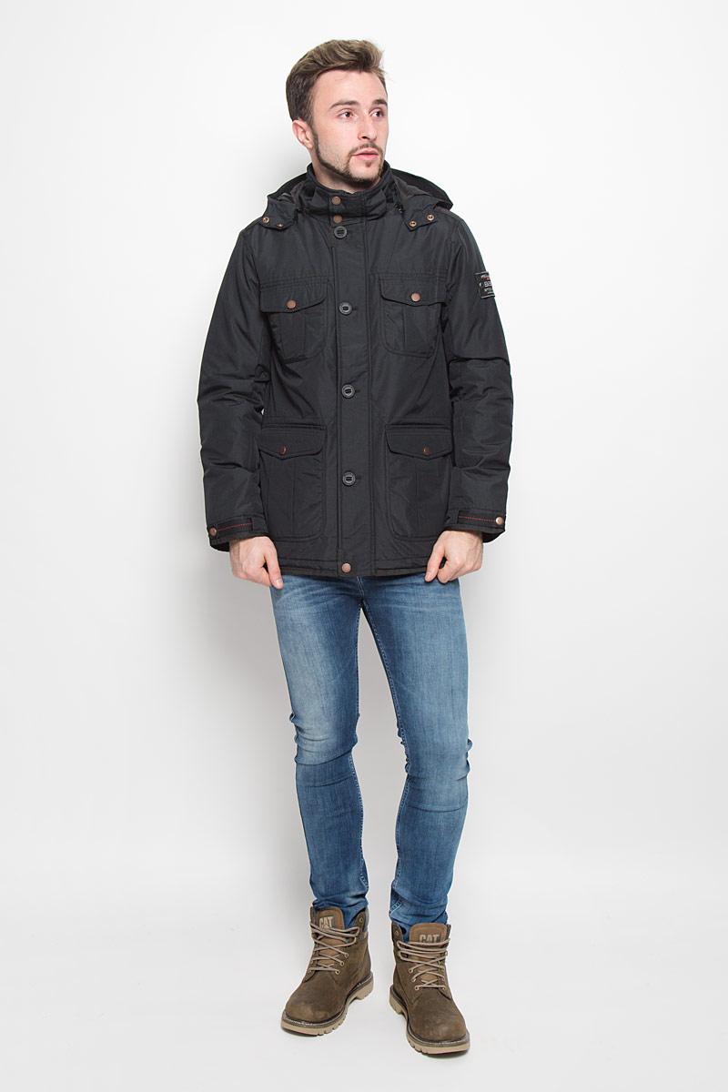 B536511_BLACKМодная мужская куртка Baon изготовлена из высококачественного полиэстера. В качестве наполнителя используется полиэстер. Куртка с воротником-стойкой и съемным капюшоном с застежками-кнопками застегивается на застежку-молнию и дополнительно на ветрозащитный клапан, пуговицы и кнопки. Спереди имеются четыре накладных кармана с клапанами на кнопках, с внутренней стороны - прорезной карман с застежкой-молнией. Манжеты рукавов оснащены текстильными ремешками на кнопках. Объем капюшона и талии регулируется за счет эластичных шнурков со стопперами.