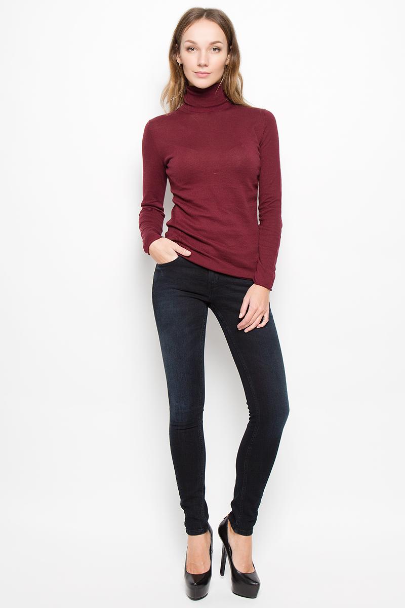 ДжинсыJ20J200630_965Женские джинсы Calvin Klein Jeans выполнены из эластичного хлопка. Модель-скинни застегивается спереди на пуговицу и имеет ширинку с застежкой-молнией. Спереди изделие дополнено двумя втачными карманами и одним маленьким накладным, сзади - двумя накладными карманами. Джинсы оформлены легким эффектом потертости.