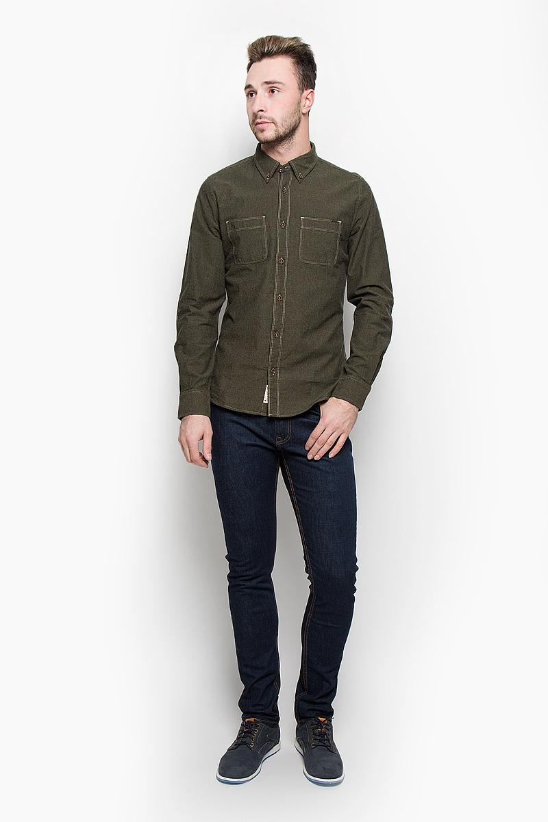 LCHMW044/OLIVEМужская рубашка Lee Cooper, выполненная из натурального хлопка, идеально дополнит ваш образ. Материал мягкий и приятный на ощупь, не сковывает движения и позволяет коже дышать. Рубашка классического кроя с длинными рукавами и отложным воротником застегивается на пуговицы по всей длине. Низ рукавов обработан манжетами на пуговицах. На груди модель дополнена двумя накладными карманами. Такая рубашка будет дарить вам комфорт в течение всего дня и станет стильным дополнением к вашему гардеробу.