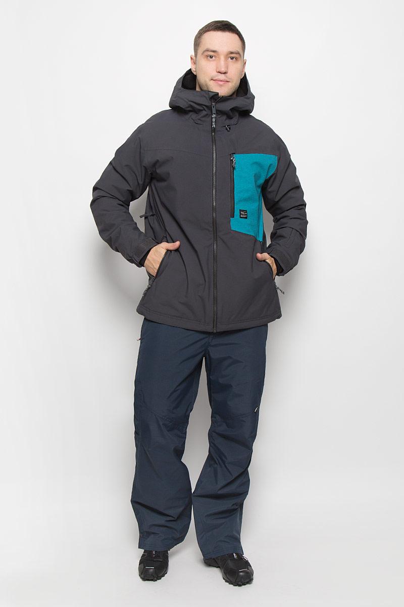 650024-8015Мужская куртка для сноуборда ONeill Pm Cue выполнена из полиэстера с подкладкой из синтепона. Модель с длинными рукавами и несъемным капюшоном застегивается на застежку-молнию спереди. Изделие дополнено тремя втачными карманами на застежках-молниях, внутренним втачным карманом на кнопке и накладным карманом-сеткой, а также небольшим втачным кармашком на рукаве. Рукава дополнены эластичными резинками на манжетах, а также хлястиками с липучками, которые позволяют регулировать обхват манжет. По бокам куртки, от линии талии до середины рукавов, расположены вентиляционные отверстия с сетчатыми вставками, закрывающиеся на застежки-молнии. Куртка оснащена внутренней противоснежной вставкой на кнопках. Низ куртки дополнен шнурком-кулиской. Водонепроницаемость: 10 000 мм. Паронепроницаемость: 10 000 гр/м/, 24ч.