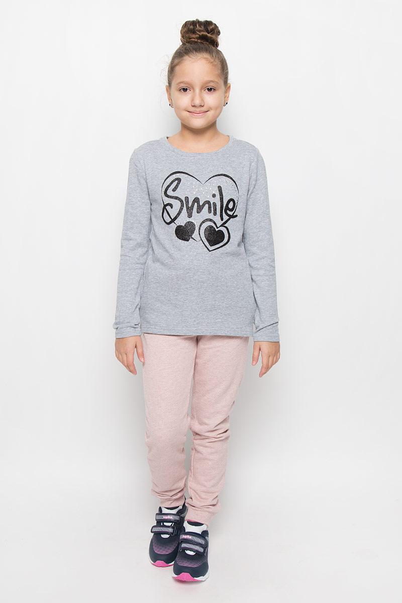 Свитшот364132Стильный свитшот для девочки Scool идеально подойдет вашей моднице. Изготовленный из натурального хлопка, он мягкий и приятный на ощупь, не сковывает движения ребенка и позволяет коже дышать, обеспечивая наибольший комфорт. Свитшот с длинными рукавами и круглым вырезом горловины оформлен стильным принтом со сверкающим глиттером и блестящими стразами. Горловина дополнена трикотажной резинкой. По бокам имеются небольшие разрезы. Современный дизайн и расцветка делают этот свитшот модным предметом детского гардероба. В нем ваш ребенок будет чувствовать себя уютно и комфортно, и всегда будет в центре внимания!