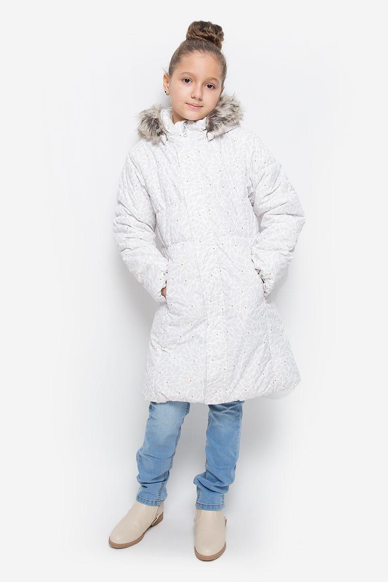 Пальто721698-0111Пальто для девочки Reima Lassie c длинными рукавами, съёмным капюшоном на кнопках и воротником-стойкой изготовлено из ветронепроницаемого, дышащего материала с верхним водо- и грязеотталкивающим слоем. Подкладка - полиэстер. Наполнитель - синтепон. Модель застегивается на застежку-молнию спереди и имеет ветрозащитный клапан на липучках. Низ пальто дополнен эластичной резинкой. Изделие имеет два втачных кармана на застежках-молниях спереди. Рукава оснащены эластичными резинками на манжетах. Пальто оформлено оригинальным принтом. Капюшон украшен съемным искусственным мехом на пуговицах. Изделие дополнено светоотражающим логотипом на спинке.