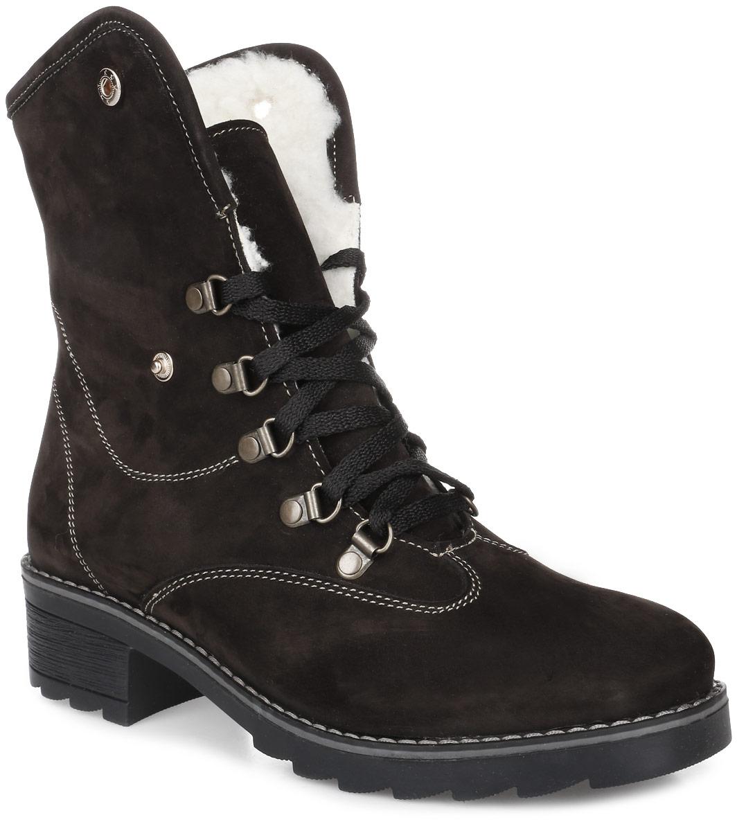 9SI_235_D.BROWN.NСтильные женские ботинки от Spur заинтересуют вас своим дизайном с первого взгляда. Модель изготовлена из качественного нубука и оформлена контрастной прострочкой. Шнуровка надежно зафиксирует обувь на ноге. Отвороты при необходимости можно зафиксировать кнопками. Стелька и подкладка, изготовленные из искусственной шерсти, защитят ноги от холода и обеспечат комфорт. Подошва и устойчивый каблук изготовлена из гибкой и прочной резины. Протекторы с рифлением гарантируют отличное сцепление с различными поверхностями.