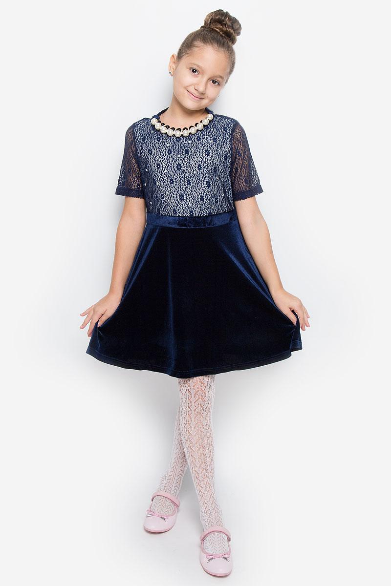 ПлатьеND6508-29Очаровательное платье для девочки Nota Bene идеально подойдет вашей малышке. Платье выполнено из эластичного полиэстера, оно необычайно мягкое и эластичное, не сковывает движения малышки, великолепно отводит влагу от тела и не раздражает даже самую нежную и чувствительную кожу ребенка, обеспечивая наибольший комфорт. Платье-миди с короткими рукавами и круглым вырезом горловины застегивается на застежку-молнию на спинке. Изделие оформлено блестящими стразами и ажурной кружевной вставкой. В комплект также входят элегантные бусы с атласным бантом. Оригинальный современный дизайн и модная расцветка делают это платье модным и стильным предметом детского гардероба. В нем ваша малышка будет чувствовать себя уютно и комфортно и всегда будет в центре внимания!
