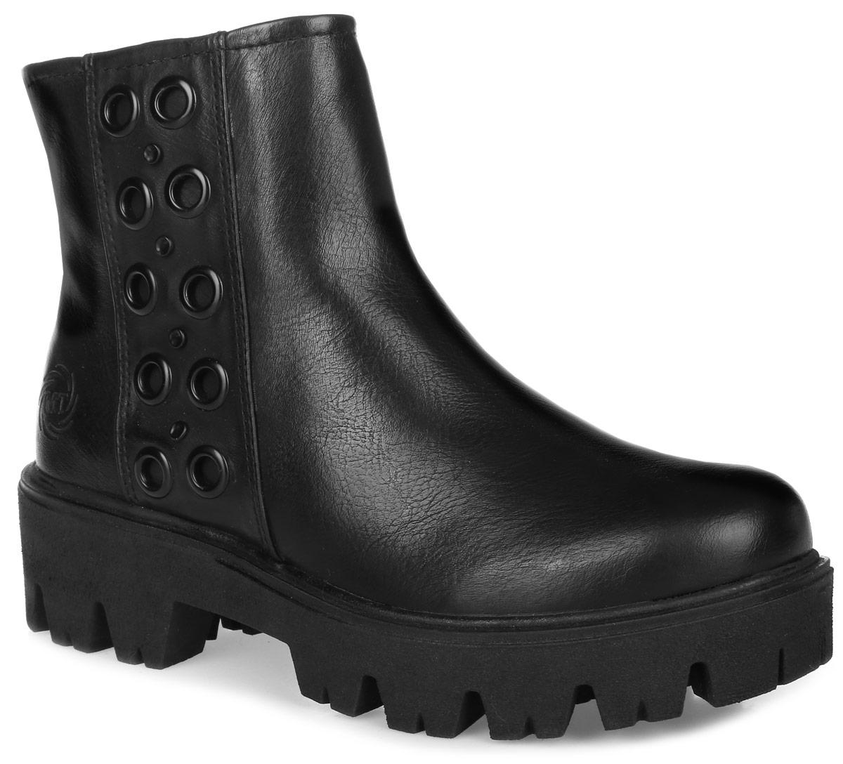 2-2-25499-27-002Стильные ботинки Marco Tozzi придутся вам по душе. Модель выполнена из искусственной глянцевой кожи. Сбоку модель оформлена металлическими люверсами. Молния надежно зафиксируют модель на ноге. На боковой стороне имеется вставка из эластичной резинки. Внутренняя поверхность и стелька из мягкого текстиля обеспечат комфорт и уют вашим ногам. Массивная подошва из прочного материала гарантирует длительную носку и сцепление с любой поверхностью. Модные ботинки сделают вас ярче и подчеркнут индивидуальность.