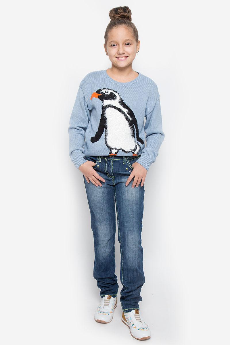 Джинсы364158Стильные утепленные джинсы для девочки Scool идеально подойдут вашей малышке. Изготовленные из комбинированного материала, они необычайно мягкие и приятные на ощупь, не сковывают движения и позволяют коже дышать, не раздражают даже самую нежную и чувствительную кожу ребенка, обеспечивая ему наибольший комфорт. Джинсы прямого покроя на талии застегивается на металлическую пуговицу и имеет ширинку на застежке-молнии, также имеются шлевки для ремня. При необходимости пояс можно утянуть скрытой резинкой на пуговках. Джинсы имеют классический пятикарманный крой: спереди - два втачных кармана и один маленький накладной, сзади - два накладных кармана. Джинсы оформлены металлизированными стразами, контрастной прострочкой и легким эффектом потертости. Оригинальный современный дизайн и модная расцветка делают эти джинсы модным и стильным предметом детского гардероба. В них ваша маленькая модница всегда будет в центре внимания!