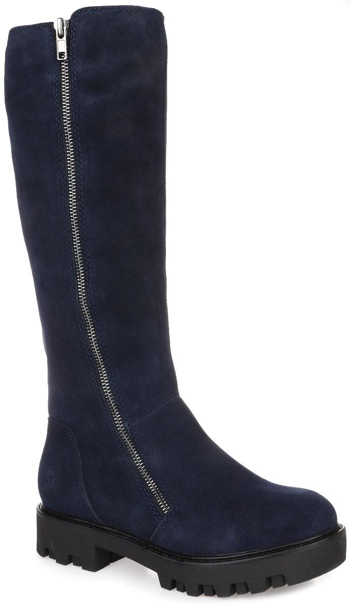2-2-26633-27-892Стильные женские сапоги от Marco Tozzi заинтересуют вас своим дизайном с первого взгляда! Модель выполнена из высококачественной натуральной замши. Подкладка и стелька из искусственного меха защитят ноги от холода и обеспечат комфорт. Одна из боковых сторон оформлена декоративной металлической молнией. Сапоги застегиваются на застежку-молнию, расположенную сбоку. Подошва с рифленым протектором обеспечивает идеальное сцепление с любой поверхностью. Модные сапоги покорят вас уютом и комфортом!