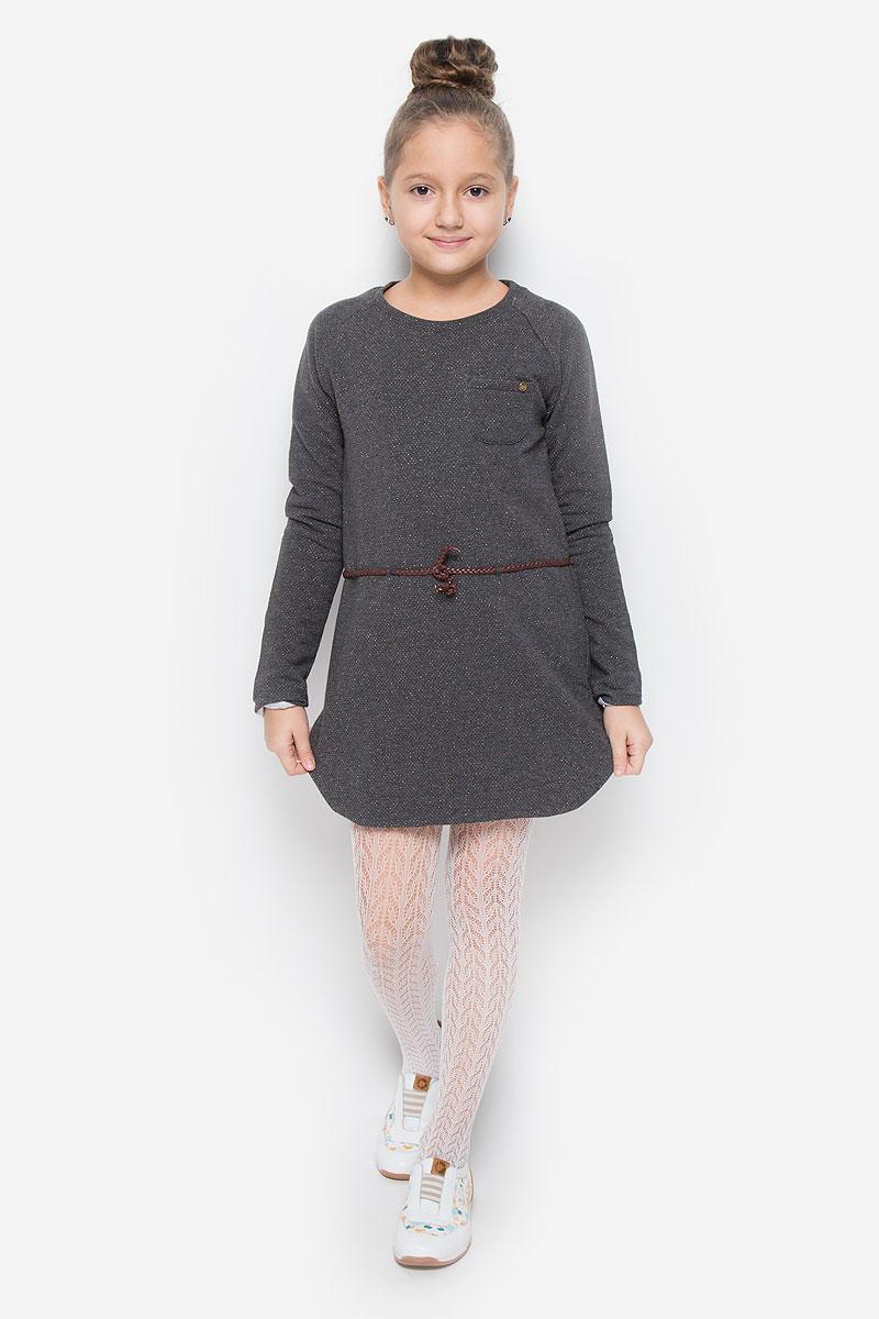 216BBGC50022311Очаровательное платье Button Blue идеально подойдет вашей дочурке. Платье выполнено из хлопка с добавлением эластана и люрекса. Подкладка выполнена из хлопка и вискозы с добавлением эластана. Платье необычайно мягкое и приятное на ощупь, не сковывает движения и позволяет коже дышать, не раздражает даже самую нежную и чувствительную кожу ребенка, обеспечивая наибольший комфорт. Платье-мини с длинными рукавами-реглан и круглым вырезом горловины дополнено на талии ремешком из полиуретана. На груди расположен накладной открытый кармашек. Оригинальный современный дизайн и расцветка делают это платье модным и стильным предметом детского гардероба. В нем ваша девочка будет чувствовать себя уютно и комфортно, и всегда будет в центре внимания!