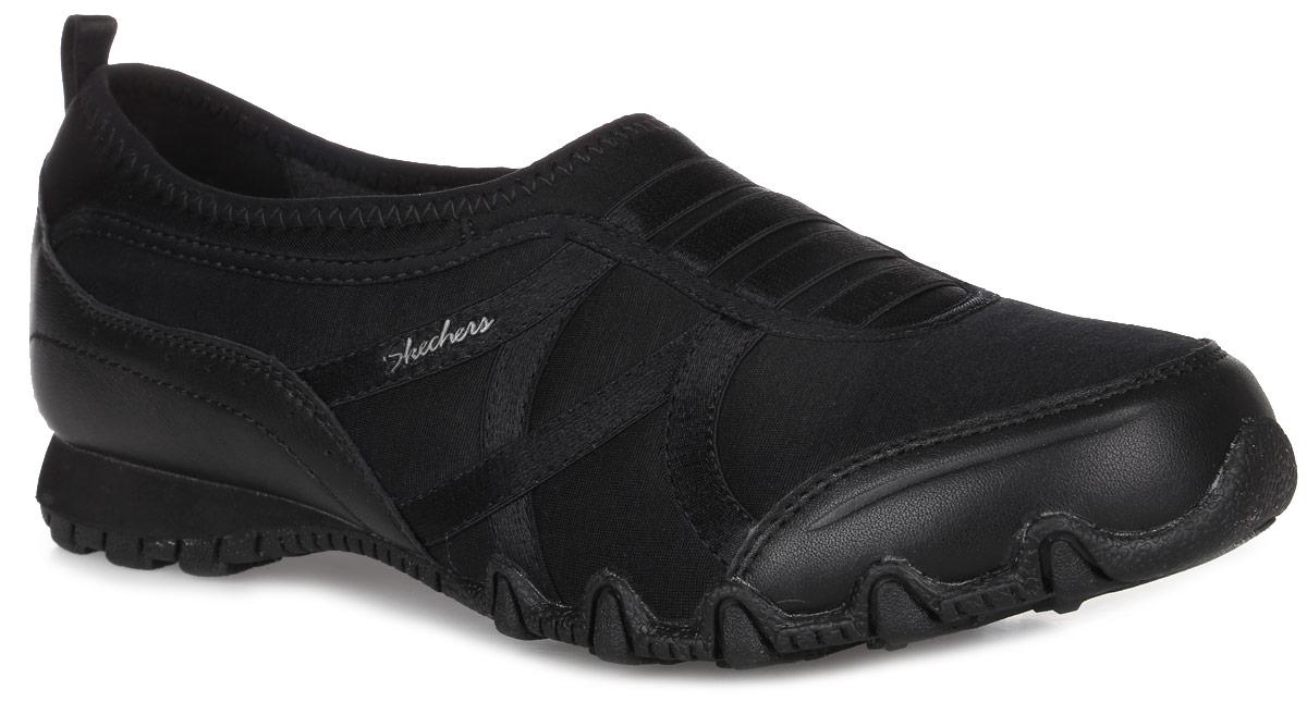 49254-BLKЖенские кроссовки Satin Dream от Skechers изготовлены из натуральной кожи со вставками из текстиля. Подкладка и стелька выполнены из текстиля. Подъем модели дополнен эластичными резинками. Подошва из прочной резины оснащена рифлением.